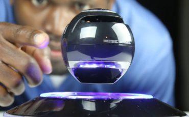 10 cool gadget you should buy in 2019