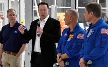 NASA Aims for First Manned SpaceX Mission